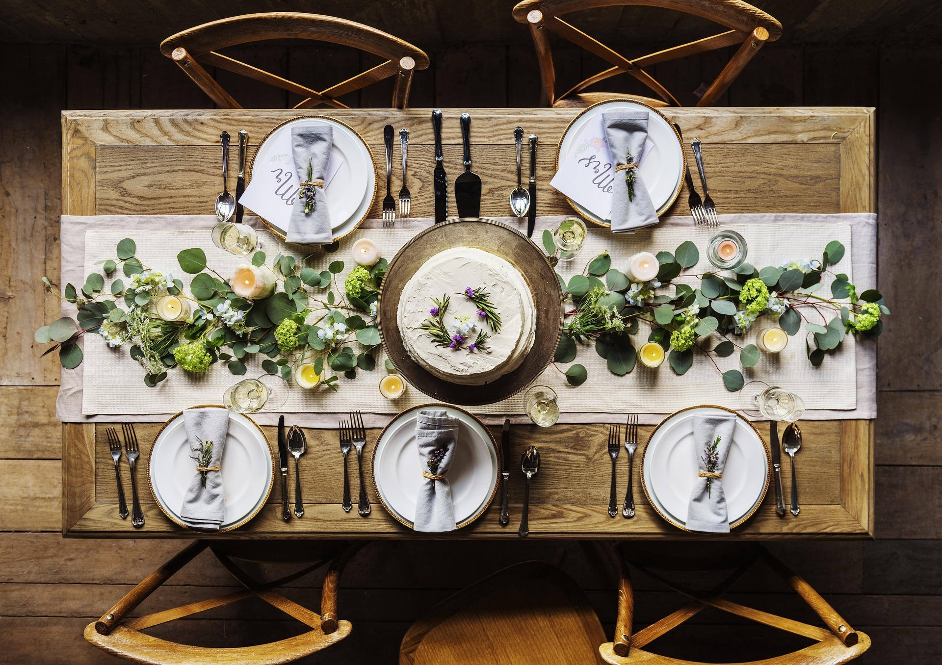 Esstisch aus Echtholz Handgearbeitet